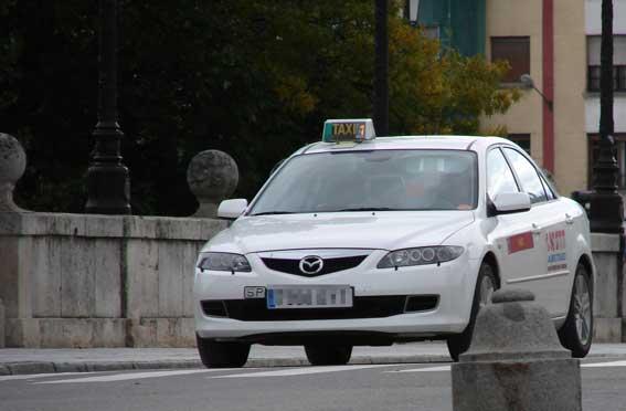 La nueva directiva de Abutaxi acuerda rebajas con gasolineras
