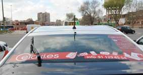 Un taxista y una usuaria devuelven una cartera con 3.000 euros