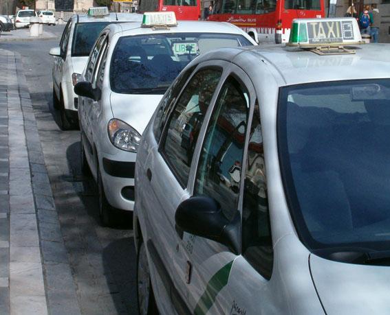 Detienen a un atracador de taxis en Granada