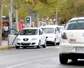 Los taxistas de l'Alfàs, contrarios a crear un APC