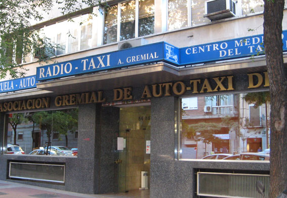 """Sánchez y Movilla abandonan la reunión de Gremial por considerarla """"excluyente"""""""