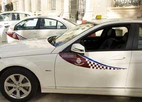 El taxi de Cartagena busca patrocinadores para financiar sus marquesinas