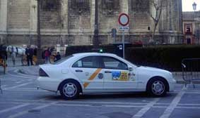Nueva agresión a un taxi en el aeropuerto de Sevilla