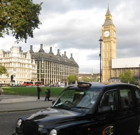 Malestar entre los taxis londinenses por el veto a circular en el carril olímpico