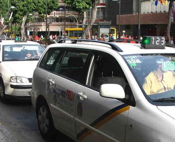 El alcalde de Las Palmas es denunciado por el taxi por presunta prevaricación