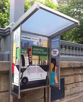 Las cabinas de las paradas en Ourense se modernizan