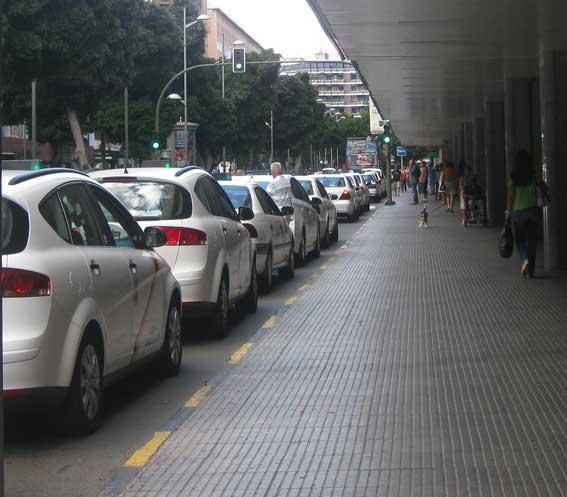 Los taxis de Gran Canaria podrán recoger en el aeropuerto con un contrato