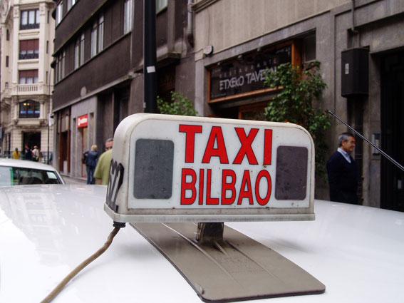 Muere un taxista en el aeropuerto de Bilbao