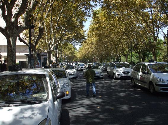 Autónomos del taxi se manifestarán a favor de la regulación