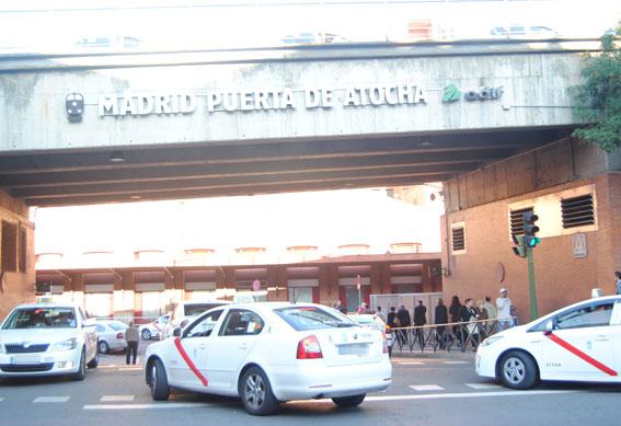 Los taxistas continúan pidiendo aseos en Atocha