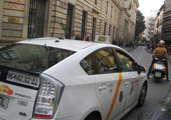 Imputados nueve taxistas por supuestas amenazas en el aeropuerto