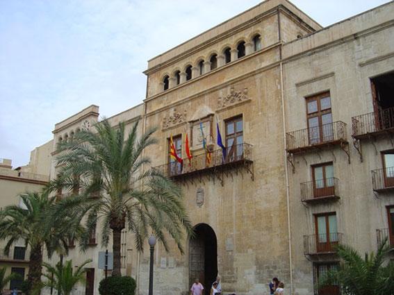 El Ayuntamiento de Elche velará por la seguridad de sus taxistas