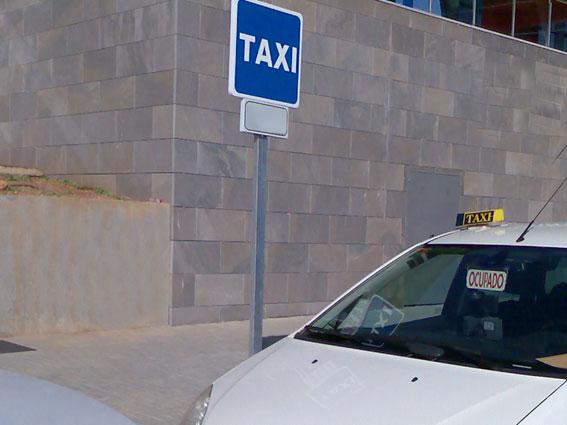 El taxi de Antequera se suma a la campaña contra la violencia de género