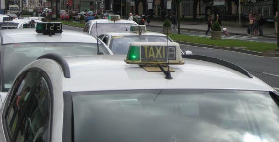 El Parlamento gallego aprueba la nueva Ley del Taxi