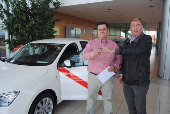 El ganador del Toledo en la Feria del Taxi, recibe su coche en Sealco