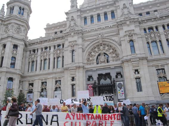Nueva protesta frente al Ayuntamiento madrileño