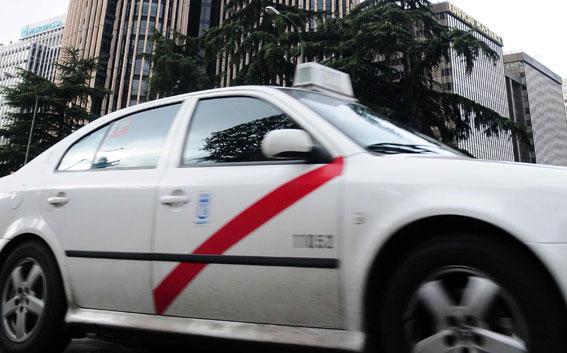 El Mundo denuncia prácticas ilegales en el taxi de Madrid