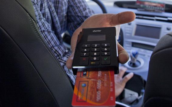 El taxi rural se pasa a las apps para diferenciarse