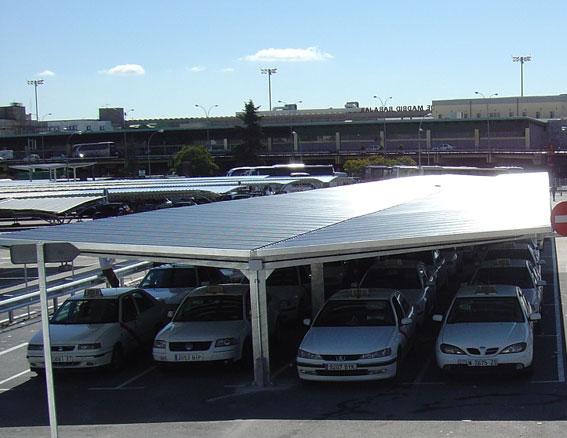 Operación contra los «taxis piratas» en aeropuerto Barajas