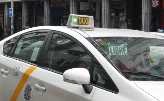 Concentración en Sevilla para pedir la titularidad de las licencias