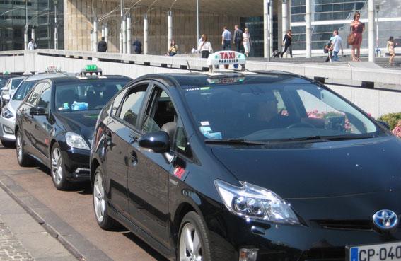 París dobla las ayudas para los taxis 'eco'