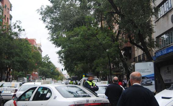 Protesta en Cibeles y pitada en Gremial contra la tarifa fija