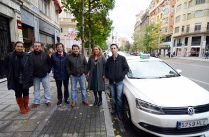 Taxistas de Santander recogerán alimentos para una ONG
