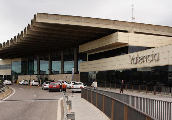 Continúan las protestas en el aeropuerto valenciano