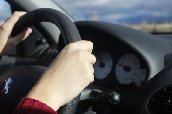 Cómo afecta la ropa inviernal a la conducción