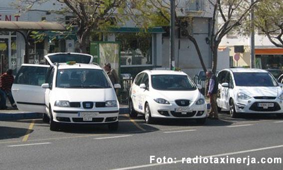 Nerja, Torrox y Vélez Málaga apoyan a sus taxistas en el conflicto aeroportuario