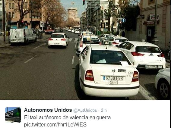 Miles de taxistas protestan en Valencia