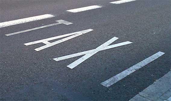 Muere un taxista atropellado por su propio coche