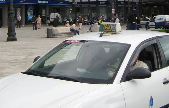 Dos jóvenes atracan a un taxista en A Coruña