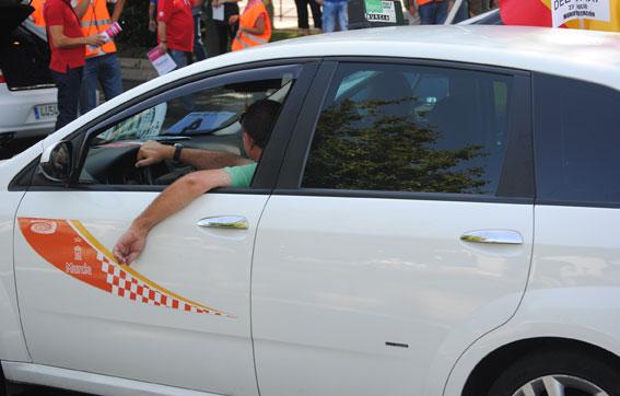 Dos conductores por licencia, novedad en el taxi de Murcia