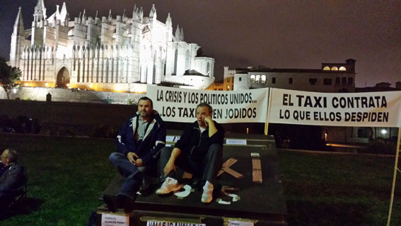 Acampada de protesta ante la Seu de Palma