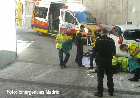 Muy grave un taxista atropellado por su propio vehículo