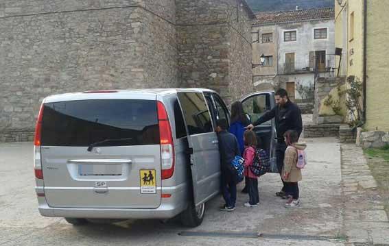 """El transporte escolar en taxi, """"legal"""" en Asturias"""