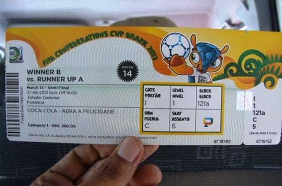 Un taxista brasileño devuelve 40 entradas olvidadas para el Mundial