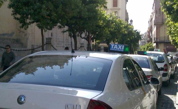 Sevilla reforzará el taxi los fines de semana