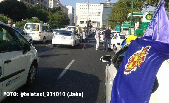 Miles de taxistas andaluces se manifiestan contra el intrusismo