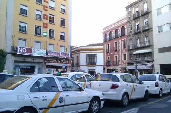 Polémica con el calendario del taxi de Sevilla para 2018