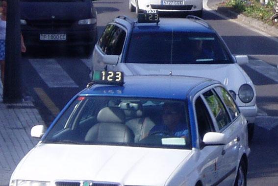 El taxi de Santa Cruz de Tenerife dividido en su protesta del 13-O