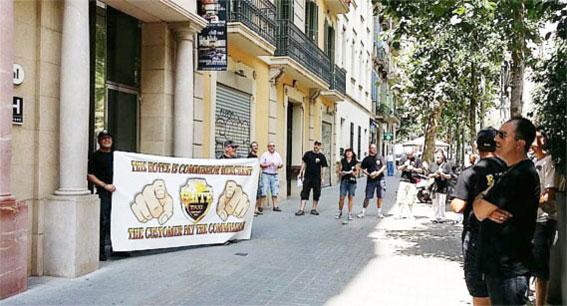 Protesta en Barcelona por acuerdos entre hoteles y radioemisoras