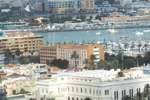 Cinco heridos tras chocar un taxi y un autobús en Las Palmas