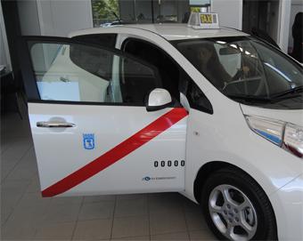 El taxi eléctrico ahorra el 60% en repostaje en un mes
