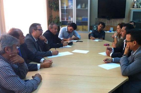Carmona se compromete a retirar la tarifa fija