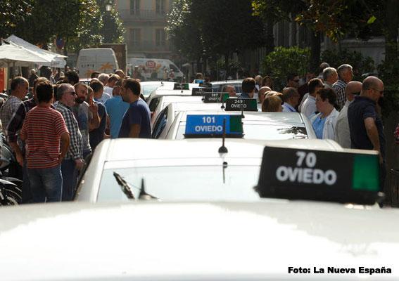 Protesta contra autobuses dentro del HUCA