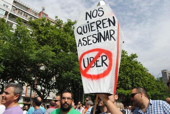 El taxi vence a Uber en Europa