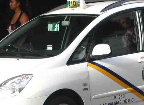 Las ayudas para adaptar taxis en LPGC se reducen a la mitad