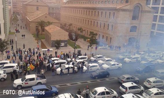 Taxistas de Valencia tambi�n protestan contra el intrusismo
